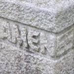 In Stein gemeißelt